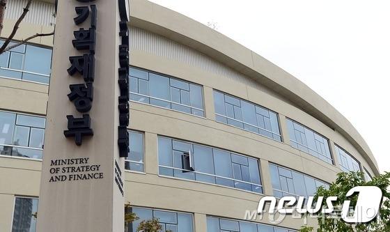 정부, 내년 예산안서 법무부 특수활동비 삭감 검토