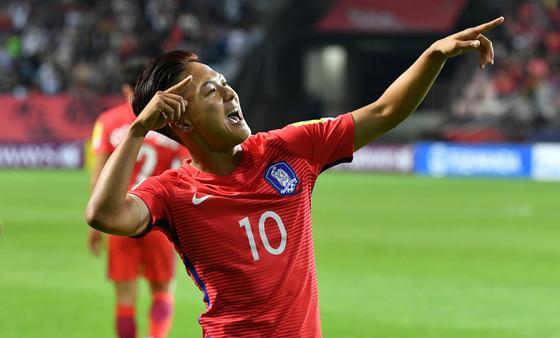 23일 오후 전북 전주월드컵경기장에서 열린 ' 2017 FIFA U-20 월드컵' A조 2차전 대한민국과 아르헨티나의 경기에서 전반전 이승우가 선취골을 넣은 후 세리모니를 펼치고 있다. 사진=뉴스1