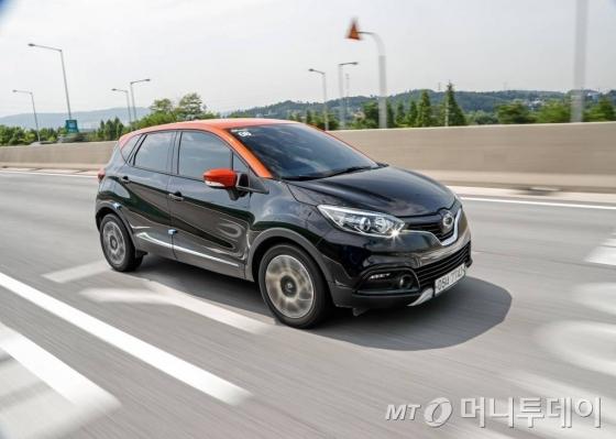 르노삼성 'QM3'가 5월 31일 서울춘천고속도로 위를 달리고 있다./사진=르노삼성