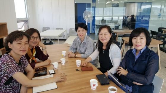 왼쪽부터 진관숙, 김수영, 김윤희, 이하선, 김성애씨./사진=권혜민 기자