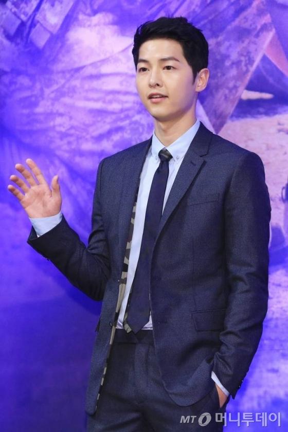 드라마 '태양의 후예' 제작발표회에 참석한 송중기.
