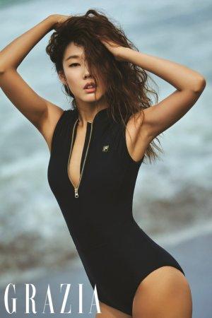 한혜진 발리 화보, 올인원 수영복 입고…볼륨감 '아찔'
