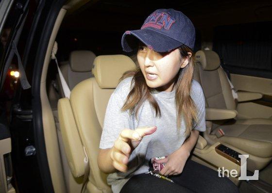 정유라씨가 지난 14일 오전 서울 서초구 서울중앙지검에서 검찰 조사를 받은 뒤 귀가하고 있다./사진=뉴스1