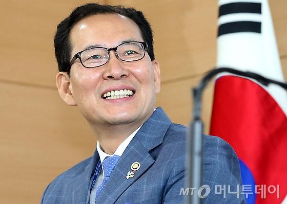 [사진]밝게 웃는 고형권 기획재정부 제1차관
