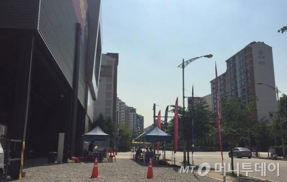 지난해 경기도 광명시 소하동 소재 견본주택 주변에 위치한 '떴다방'(이동식중개업소). /사진=머니투데이DB