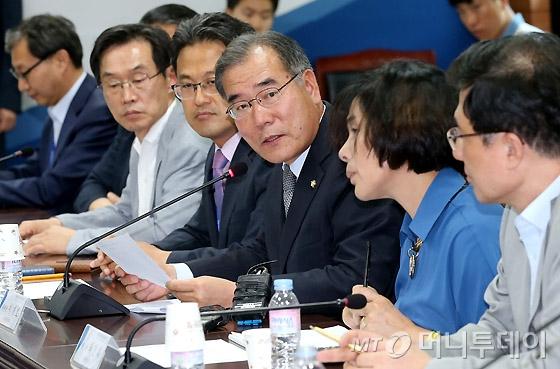 [사진]회의 진행하는 이개호 분과위원장