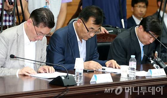 [사진]통신비 인하 관련 업무보고 참석한 미래부