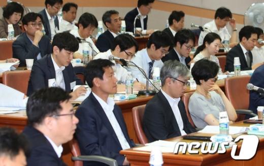 19일 경기도 고양시 일산 사법연수원에서 열린 전국 법관대표회의에서 전국에서 모인 판사들이 굳은 얼굴로 자리하고 있다.  © News1 오대일 기자