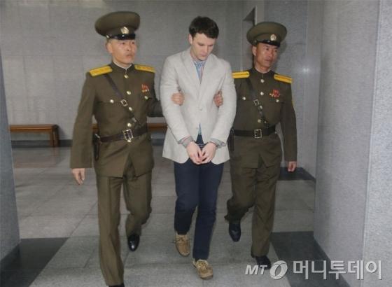지난해 북한에 억류돼있던 당시의 오토 웜비어의 모습. /AFPBBNews=뉴스1
