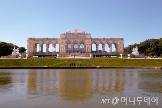 쇤브른 궁전 전경. /사진=이호준 시인·여행작가