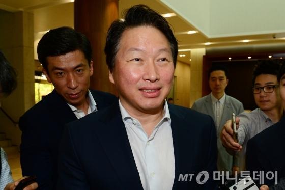 최태원 SK회장, 미 경제사절단 출국…'007 작전' 방불케해 - 머니투데이 뉴스