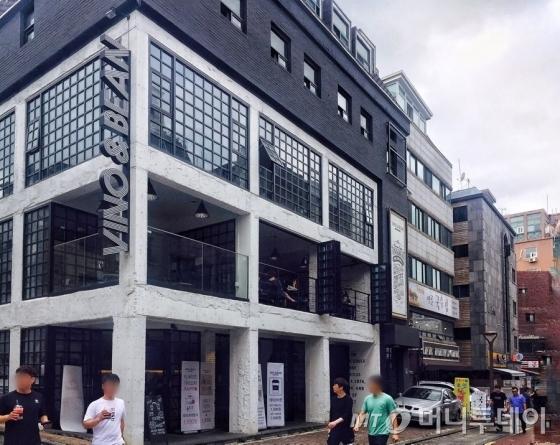 신림동의 한 카페 건물 /사진=남궁민 기자