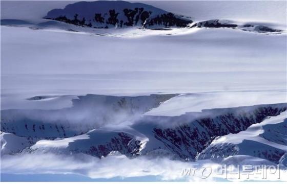 설산. 노르웨이. 15.6.9. f18. 1/125초. 48mm. /사진=김형남 작가<br />