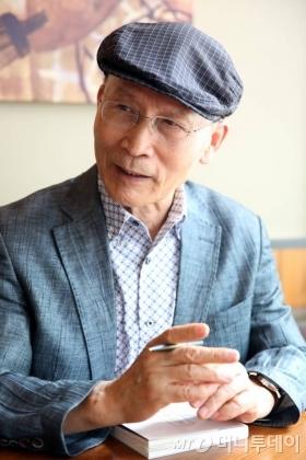 '웰 다잉'의 전도사로 불리는 최철주 칼럼니스트(76)는 '웰 다잉'이 '웰빙'에 포함된다고 말했다./ 사진=임성균 기자