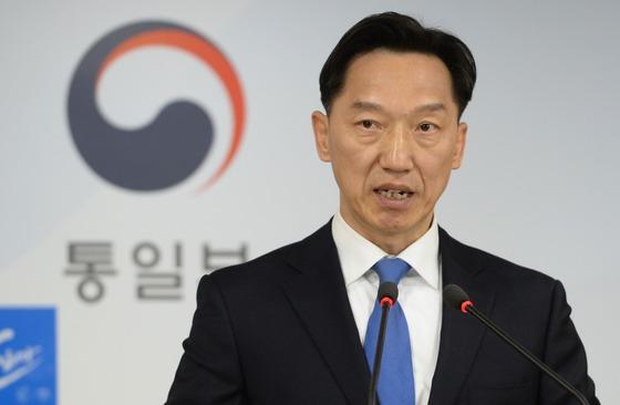 """통일부 """"北도발에 강한 압박·제재…대화의 문은 열 것"""""""