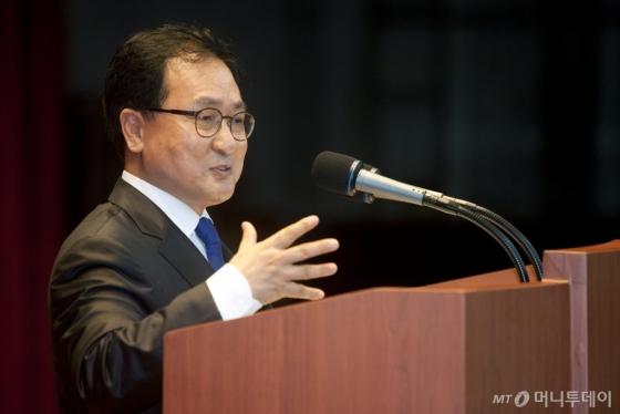"""""""보고서는 한 페이지로만 받겠다""""…유영민 장관 '파격 예고'"""
