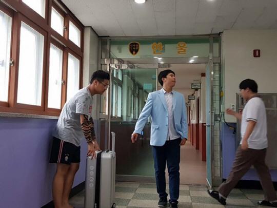 아따 고 놈 참참참 잘 하게 생겼네! 김무성 바른정당 의원을 패러디한 의정부고 학생. /사진=인터넷 커뮤니티