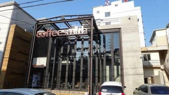 """여자 연예인 협박 혐의…커피스미스 대표 """"억울하다"""""""