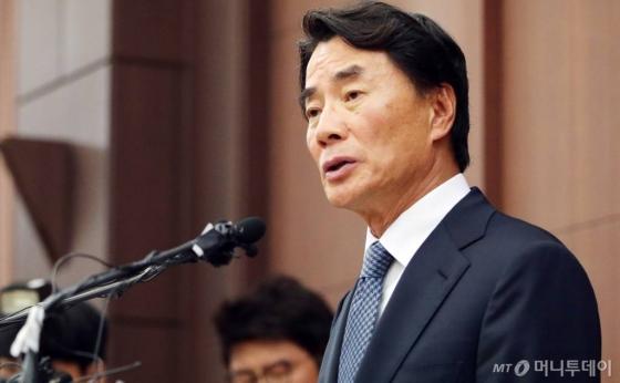 이장한 종근당 회장(65)이 14일 오전 서울 서대문구 본사에서 기자회견을 열고 있다. /사진=김창현 기자