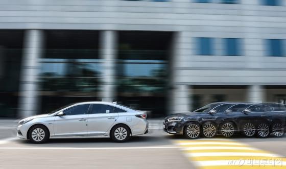 현대∙기아자동차가 자동차 사고 저감에 가장 효과가 큰 것으로 평가받는 지능형 안전기술인 전방충돌방지보조(FCA) 장치를 승용 전 차종에 기본으로 적용한다. 내년 출시될 신차를 시작으로 2020년 말까지 FCA 장치 기본화를 완료한다는 계획이다./사진제공=현대·기아차