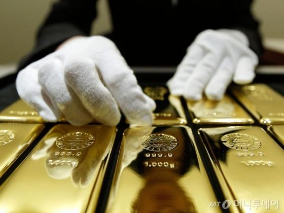 금값, 美경제지표 부진에 상승세 이어가...온스당 1233.70달러