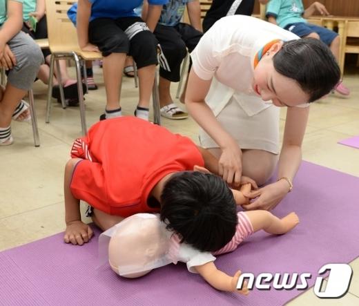 [사진]제주항공, '보육원 어린이 안전교육'