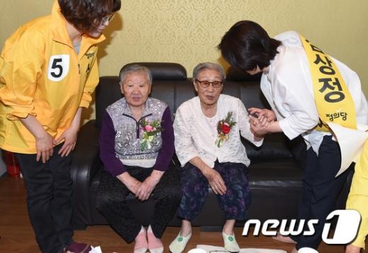 """""""한일 합의문서 공개하라""""…'위안부' 할머니들 직접 나서"""