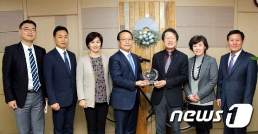 서울시교육청-동아오츠카 학교체육활성화 위한 업무협약