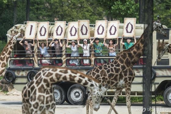 에버랜드의 생태형 사파리 '로스트밸리'가 24일 개장 4년 3개월 만에 1000만 입장객을 돌파했다. /사진제공=에버랜드<br />
