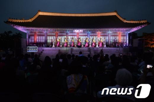 [사진]경복궁에서 열리는 화려한 음악회