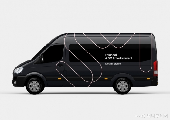 현대차가 25일 공개한 '쏠라티 무빙 스튜디오' 차량./사진제공=현대차