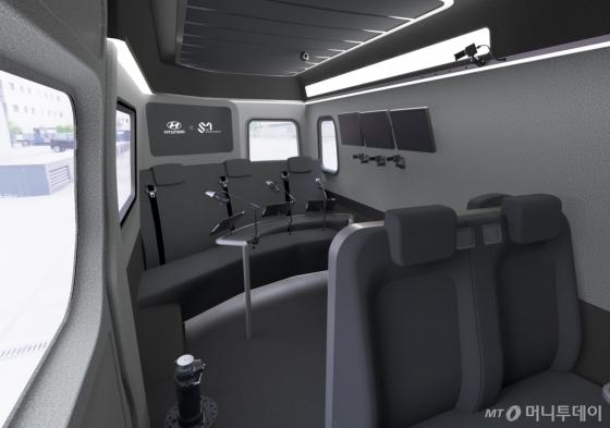 현대차가 25일 공개한 '쏠라티 무빙 스튜디오' 차량  내부./사진제공=현대차