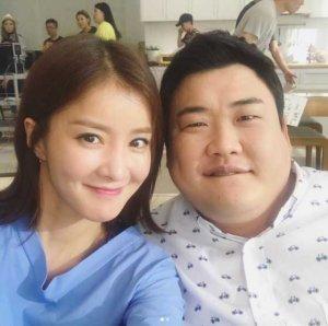 이시영, 임신 16주차 근황 공개…