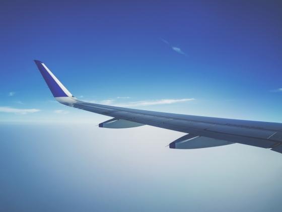 자외선 뿜뿜 구름 위를 나는 비행기. /사진=픽사베이