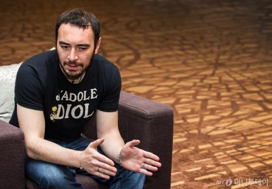 조르벡 구가에브가 28일 오후 강원 평창군 알펜시아리조트 콘서트홀에서 인터뷰를 진행하고 있다. /사진=평창대관령음악제
