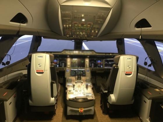 A350 시뮬레이터 내부/사진=한지연기자