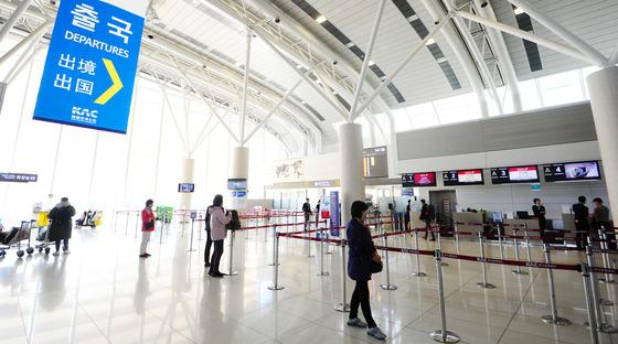 지난 3월 14일 제주국제공항 국제선 대합실이 한산한 모습을 보이고 있다. 중국은 한반도 사드배치 보복조치로 중국 소비자의 날인 15일 한국 관광금지령을 내렸다. /사진=뉴스1