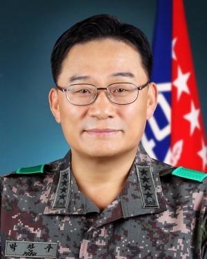 부인이 공관병에게 소파와 바닥에 떨어진 발톱과 각질을 치우게 해 논란이 된 박찬주 육군 대장이 전역지원서를 1일 제출했다./사진=뉴스1