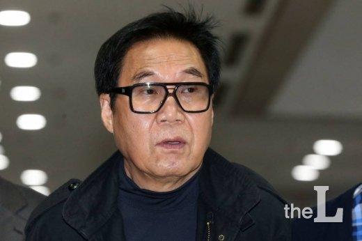 미술품 대작 의혹으로 기소된 가수 조영남 /사진=이기범 기자