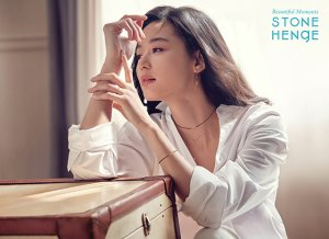 전지현 화보, 흰 셔츠 입고…가녀린 목선 '눈길'