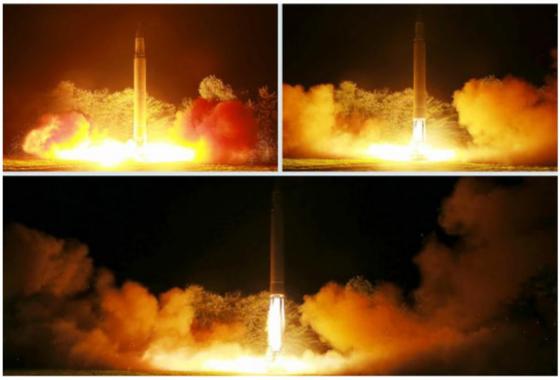 """북한이 대륙간탄도미사일(ICBM) '화성 14형' 2차 시험발사에 성공했다고 노동신문이 29일 보도했다  이는 지난 4일 오전 평안북도 방현 일대에서 대륙간탄도미사일(ICBM)급 '화성-14형' 시험발사 이후 24일 만이다.   합동참모본부는 이날 """"북한이 28일 오후 11시41분쯤 자강도 무평리 일대에서 동해상으로 불상미사일 1발을 발사했다""""고 밝혔다.  사진은 '화성 14형' 2차 발사 모습.(노동신문) 2017.7.29/뉴스1  <저작권자 © 뉴스1코리아, 무단전재 및 재배포 금지>"""