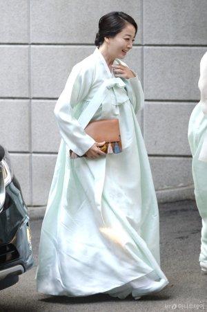 '현대家 며느리' 노현정, 한복에 든 '가방'은 중저가?