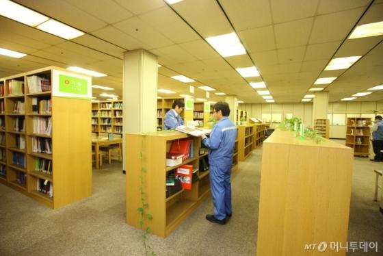 (사진설명)포스코 사내 도서관 '디지털 라이브러리' 내부 모습/사진제공=포스코