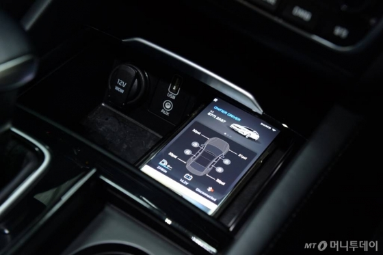 현대모비스, NFC 스마트키 애플리케이션. NFC 기능을 이용해 차량의 문을 열거나 시동을 걸 수 있다. /사진제공=현대모비스