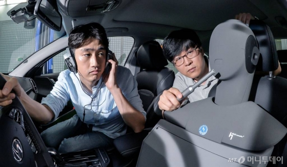 현대차 남양연구소에 '차량IT지능화리서치랩'연구원들이 서버형 음성인식기능을 연구 중이다. /사진제공=현대자동차