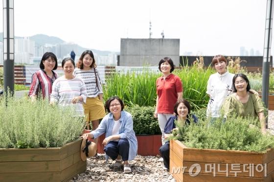에코11 꿈 생산학교 선생님들. 주로 30~50대 경력단절 여성들이다. /사진=이우기 작가 /사진제공=서울시 사회적경제지원센터