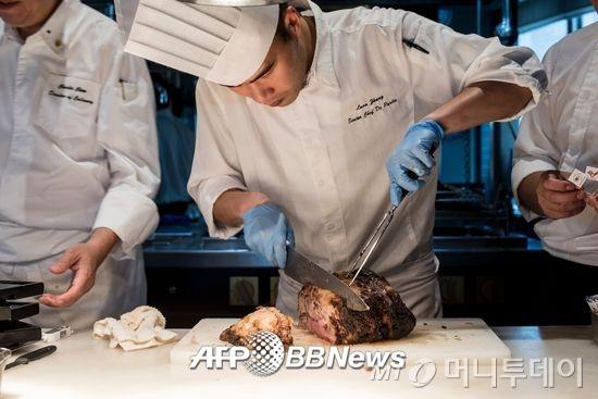 13억이 스테이크 먹기 시작하니…中 '쇠고기 전쟁터'
