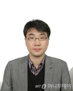 [광화문]'달리는 거인', 그 옆에 선 대한민국