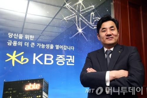 윤경은 KB증권 사장.