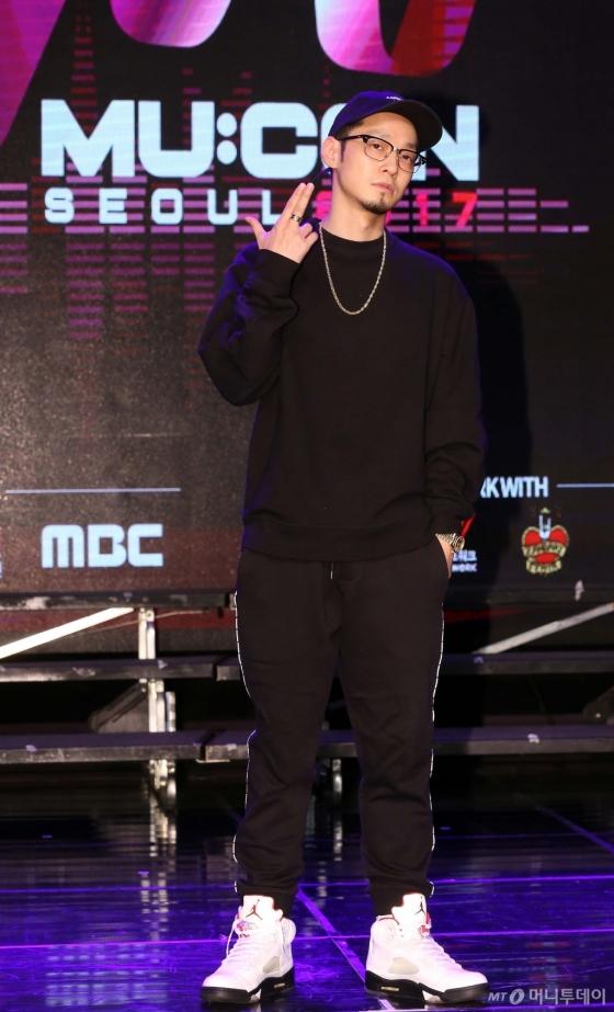'2017 뮤콘 로드쇼'에 참석한 힙하퍼 더콰이엇. /사진제공=한국콘텐츠진흥원<br />